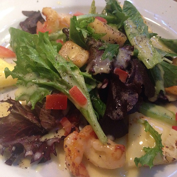 Grilled Pineapple, Scallop & Shrimp Salad