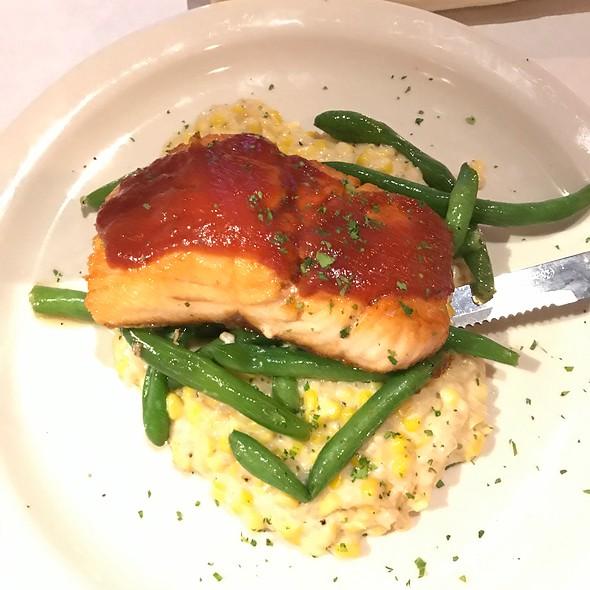 bbq salmon @ Onesto Pizza & Trattoria