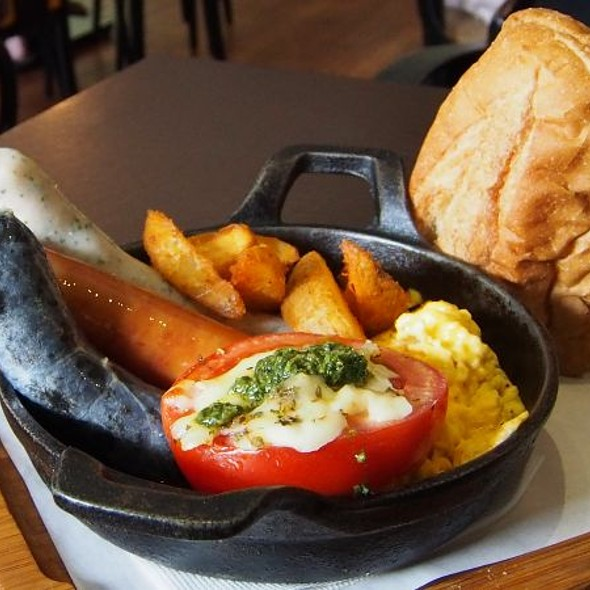 Sausages & Eggs Breakfast Set @ 古迪歐Goody.O