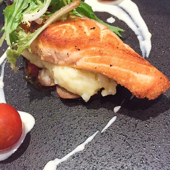 Pan Fried Salmon @ Lewis & Carroll