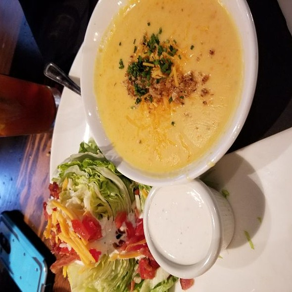 Cheese Soup Wedge Salad @ Henry's Tavern