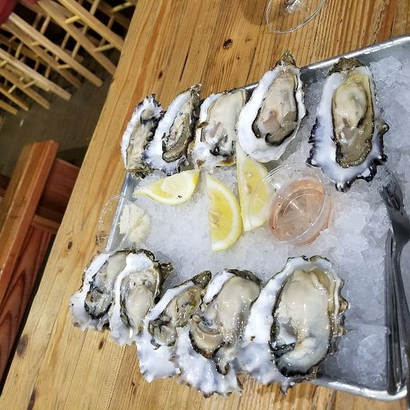 Pacific Bay Oysters @ New England Lobster Market & Eatery