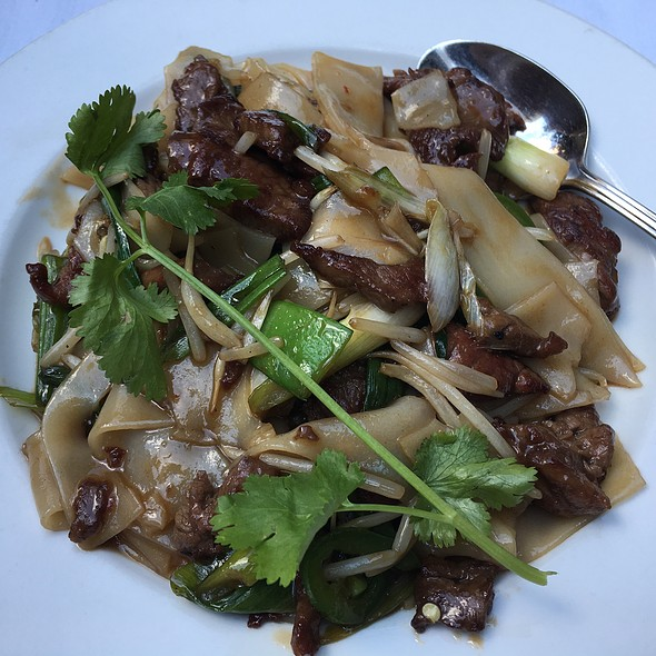 Banh Pho Xao Stir Fried Rice Noodles With Beef @ Le Colonial Chicago