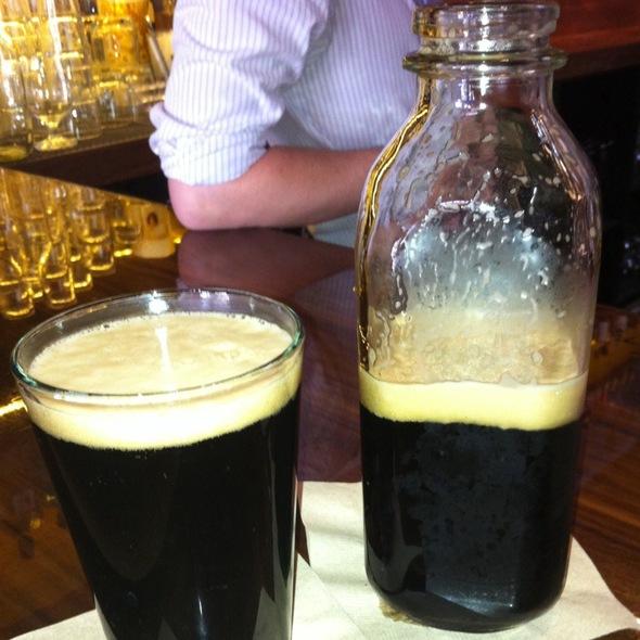 Stock Porter Sharing Bottle @ city tavern