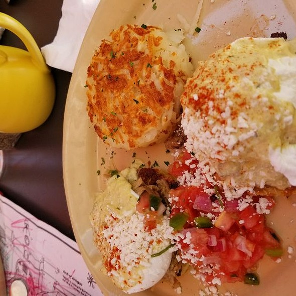 Chile Verde Benny @ Snooze An AM Eatery