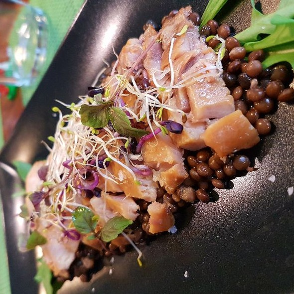 Filete De Esturión Ahumado Con Caviar De Lenteja @ La Punta de Sitges
