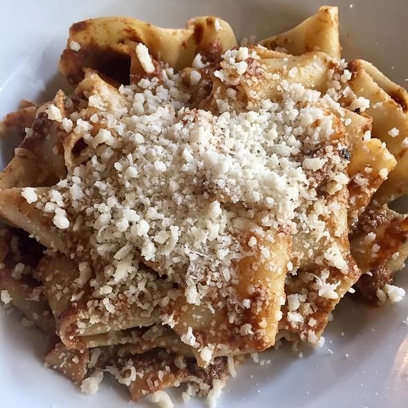 Pappardelle alla Bolognese @ Il Corvo Pasta
