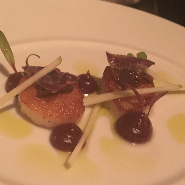 Roasted Main Scallops, Pickled Red Cabbage, Golden Raisens, And Candied Pecans