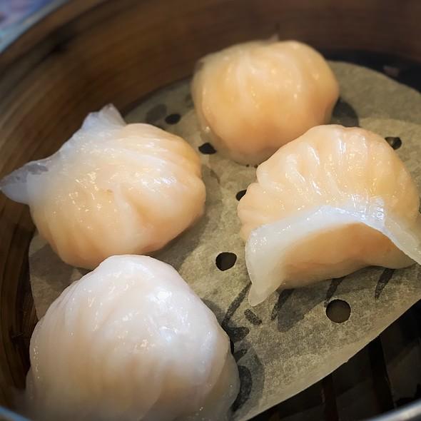 Steamed Shrimp Dumplings (Har Gow) 晶瑩鮮蝦餃
