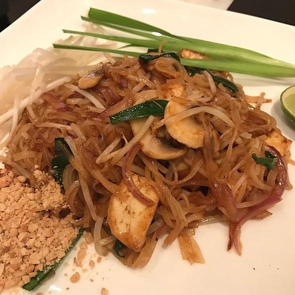 Phad Thai with mushrooms