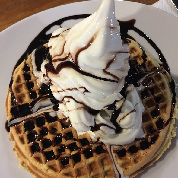 Waffle With Vanilla Icecream @ Queen Burger