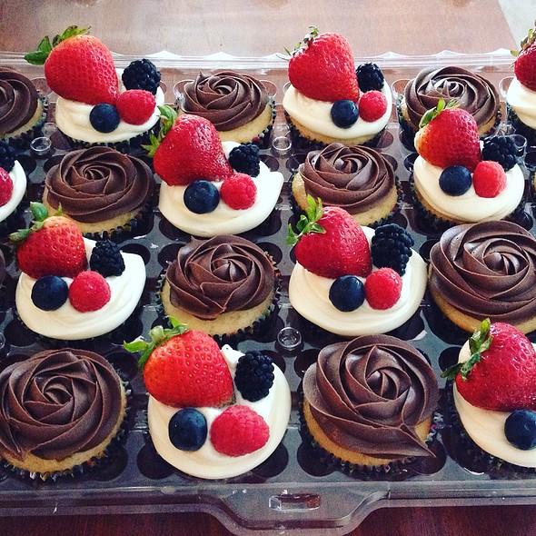 Vanilla Berry And Chocolate Cupcakes