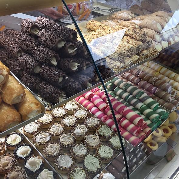 Cannoli & Sweets