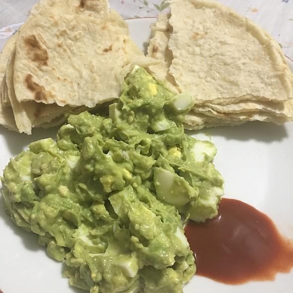Guacamole With Egg & Tortillas