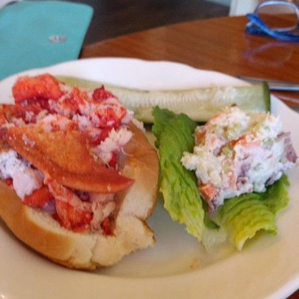 lobster roll @ Nancy's Cafe