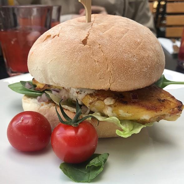 Bollywood Chicken Burger @ Ellis Gourmet Burger