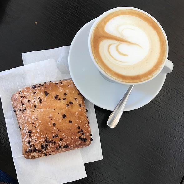 Pastry & Cappucino @ Bar Arcobaleno