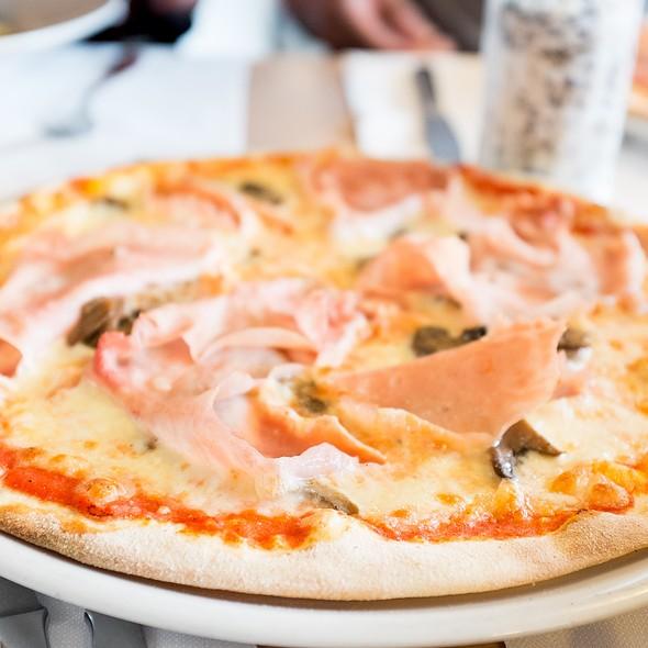 Pizzetta Prosciutto E Funghi @ Grani & Braci