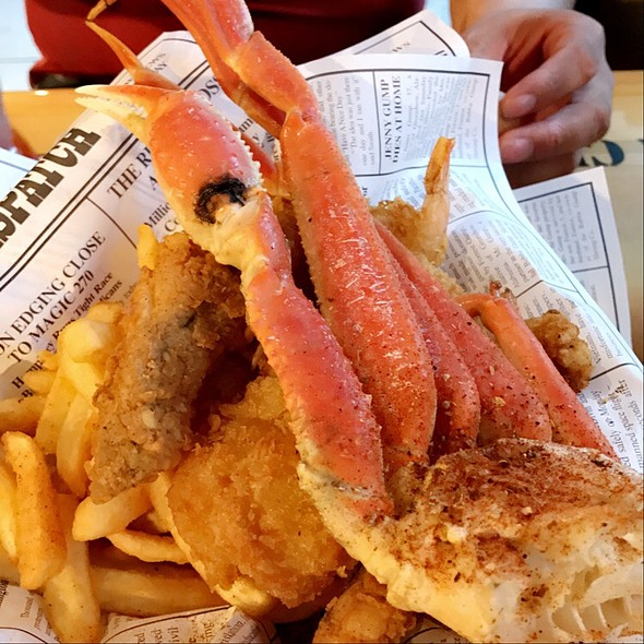 """Bubba's After The Storm """"Bucket Of Boat Trash"""" @ Bubba Gump Shrimp Co"""