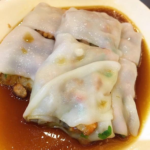 叉烧蒸肠粉 Steamed Rice Rolls With BBQ Pork Filling