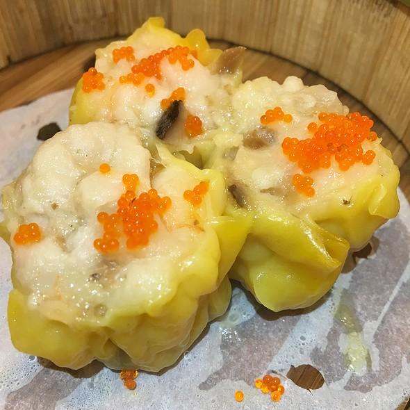 鱼子蒸烧卖皇 Steamed Pork Dumpling 'Siew Mai'