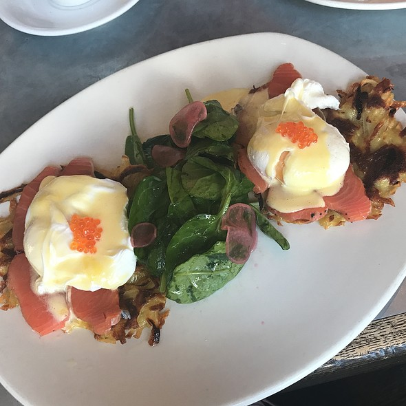 Eggs Benedict With Lox Salmon