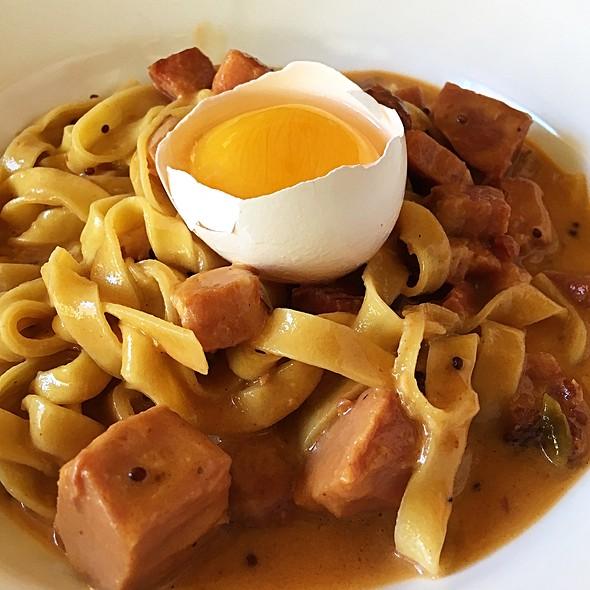 Spaghetti Carbonara @ A.O.C. L'aile ou la Cuisse