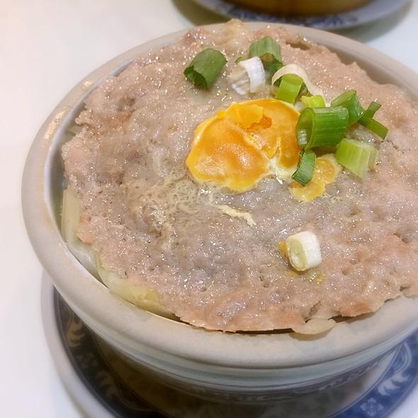 鹹蛋手剁肉餅蒸砵頭飯 Steamed Minced with Salted Egg over Rice on Pot