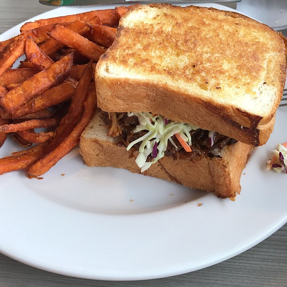 Bbq Pulled Pork With Sweet Potato Fries And Slaw