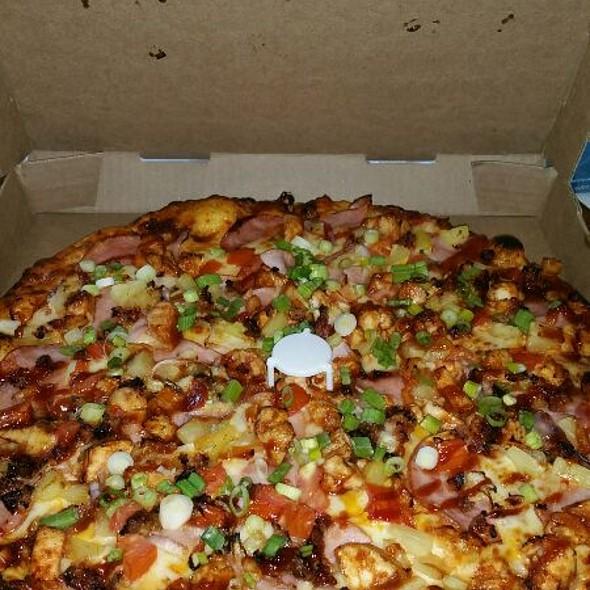 Luau Chicken Maui Zaui @ Round Table Pizza