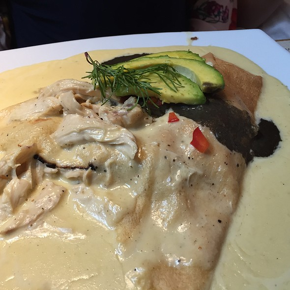 Crepe Pollo Trufa Mexicano @ Crepes & Waffles