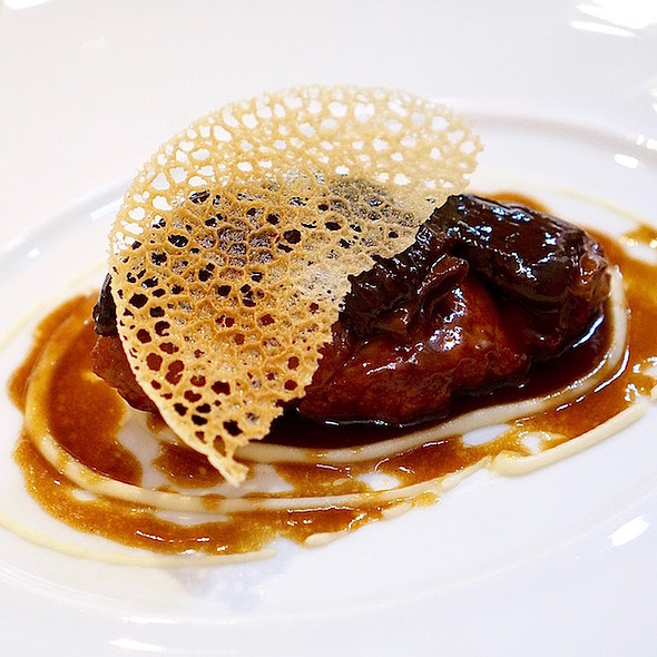 Slowly caramelised veal sweetbread, French morels, rosemary