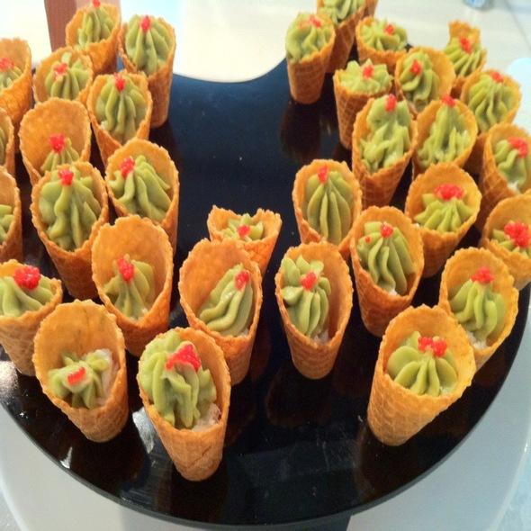 Mini Crab & Guacamole Cone