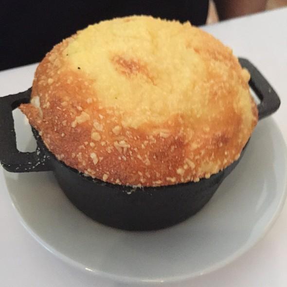 Soufflé De Fromages Con Compota De Cebollas Rojas Al Malbec
