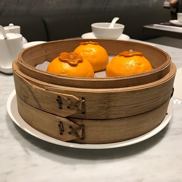Steamed Buns With Custard Lava @ Wang Jia Sha 王家沙