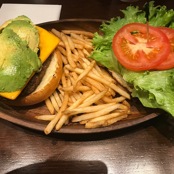 Avocado Cheddar Cheese Burger