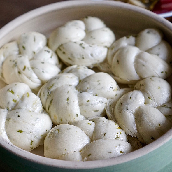 Scallion mantou