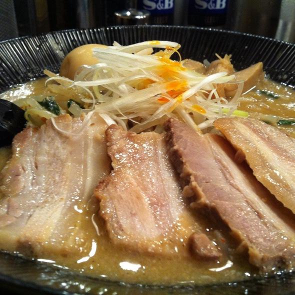 麺処 くるり 市ヶ谷店>