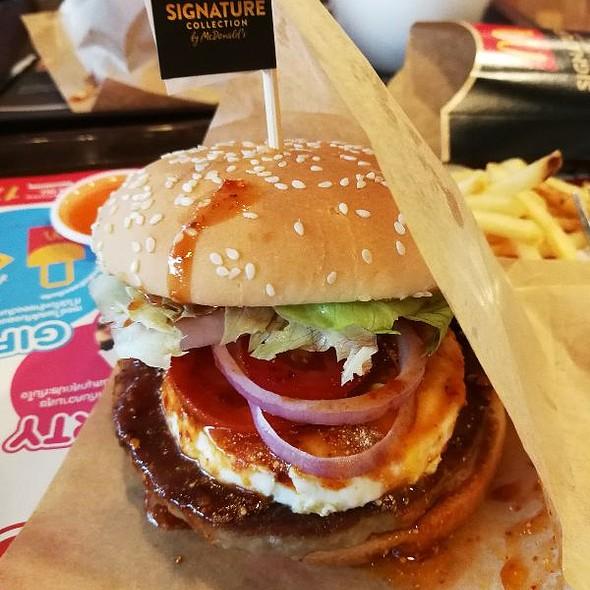 Nantok Kuro Burger