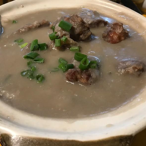Claypot Braised Chicken In Yam