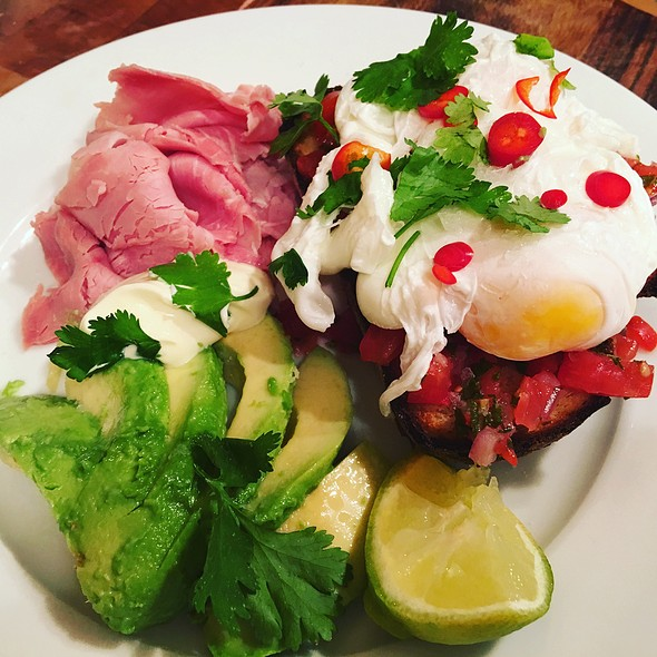 Mexican Spicy Eggs And Avo
