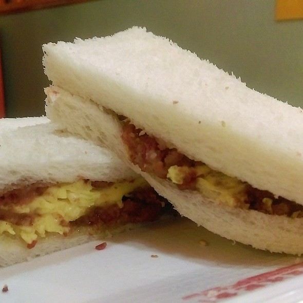 咸牛肉蛋三明治 Corn Beef with Egg Sandwich