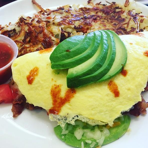 California Omelette @ Ferretiz Grill And Cafe