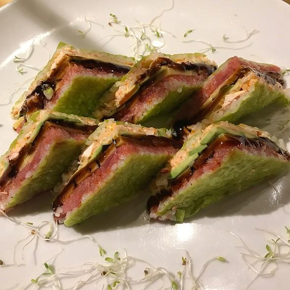 """Tuna Shrimp Mango """"Sandwich"""""""