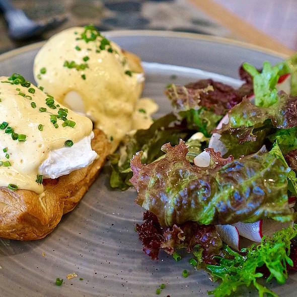Creamed kale galette, poached eggs, miso hollandaise
