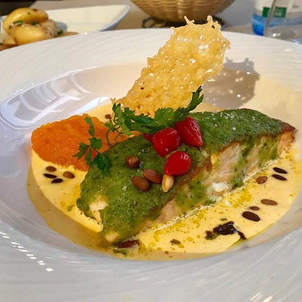 Butter Salmon With Creamy Carrot Purée @ Le Stras'