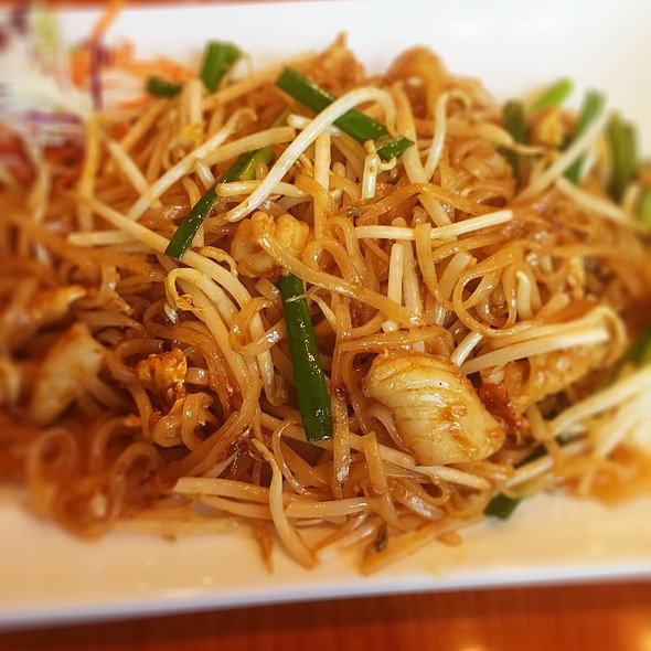 Squid Pad Thai @ Thai Ocha