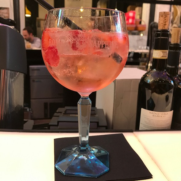 Pink Star Gin Tonic @ Holy Food Market