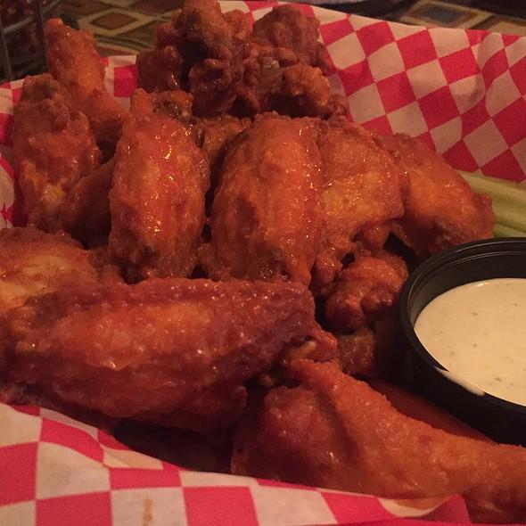 Buffalo Wings @ Pizza Italia