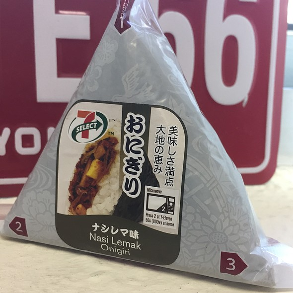 Nasi Lemak Onigiri @ 7-11 (Great World)